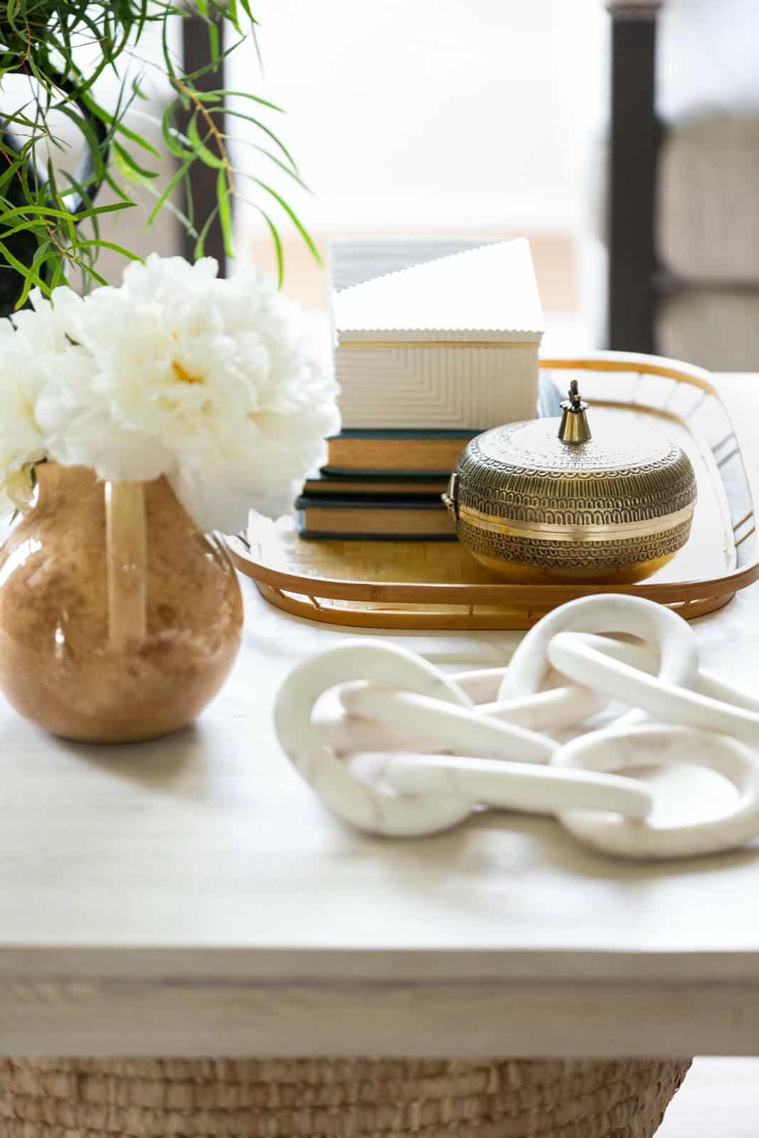 modern-transitional-great-room-coffee-table-detail