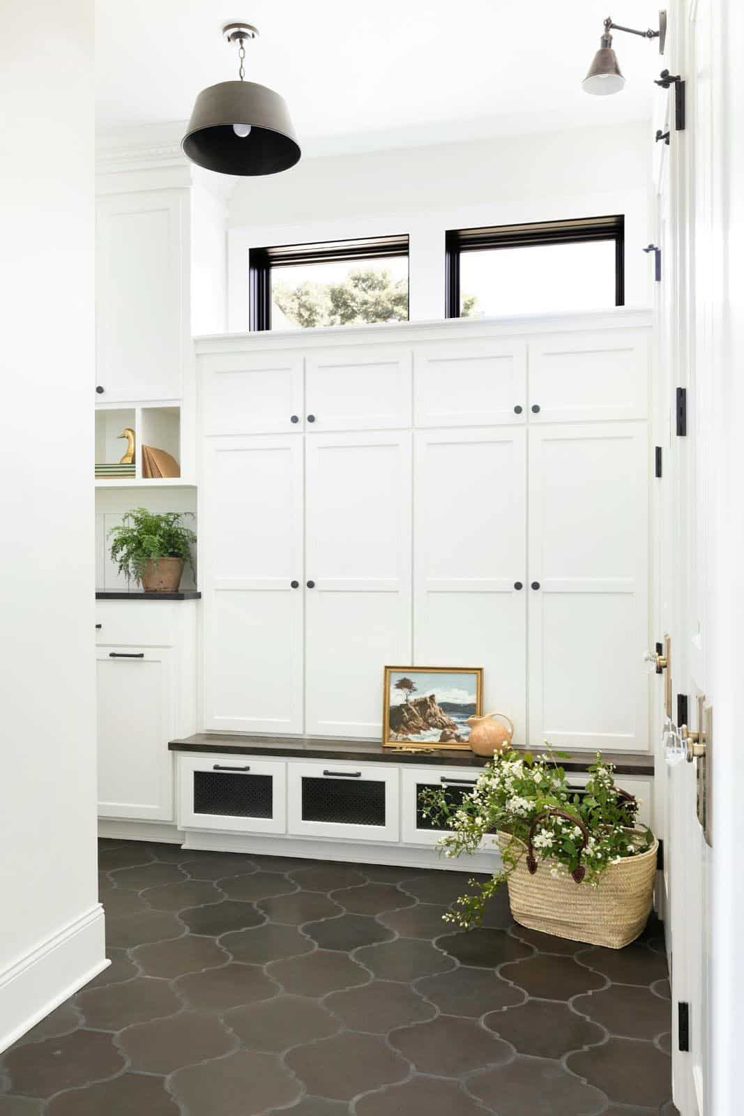 modern-transitional-mudroom