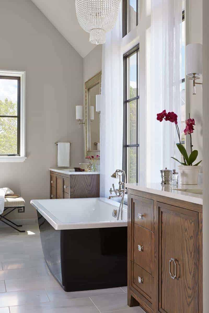 moderno uređena kupaonica u stilu tudora