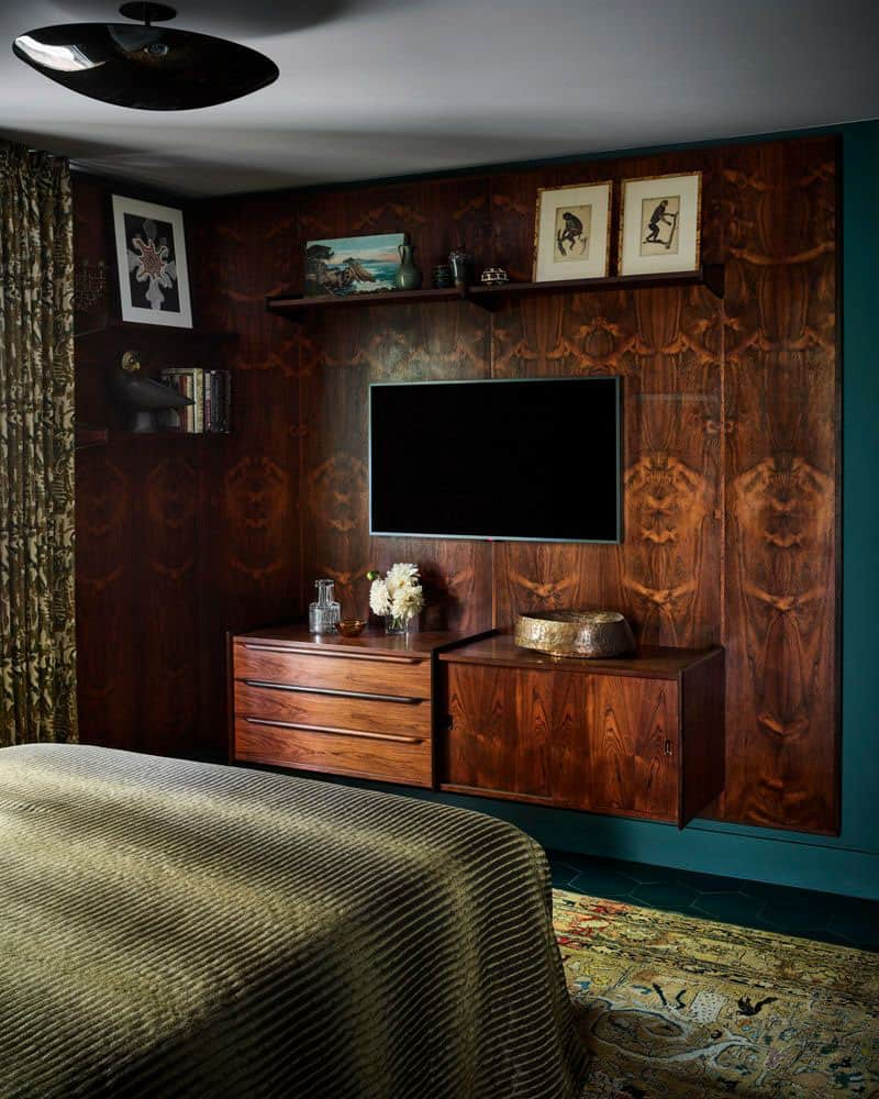 modernist-guest-bedroom-rosewood-wall