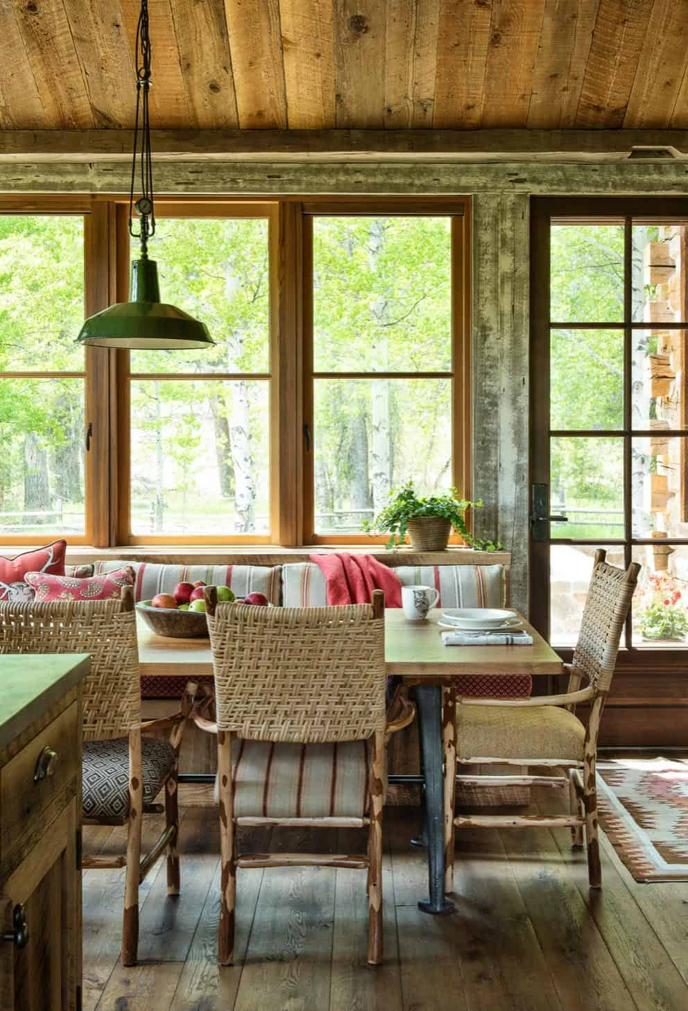 rustic-mountain-dining-room