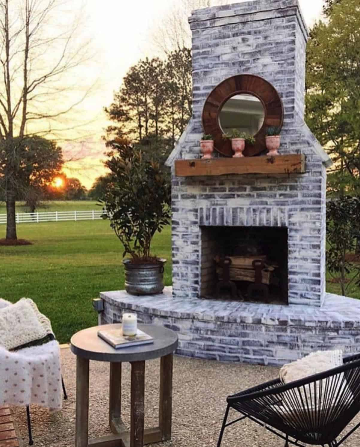 outdoor-fireplace-with-pastoral-views