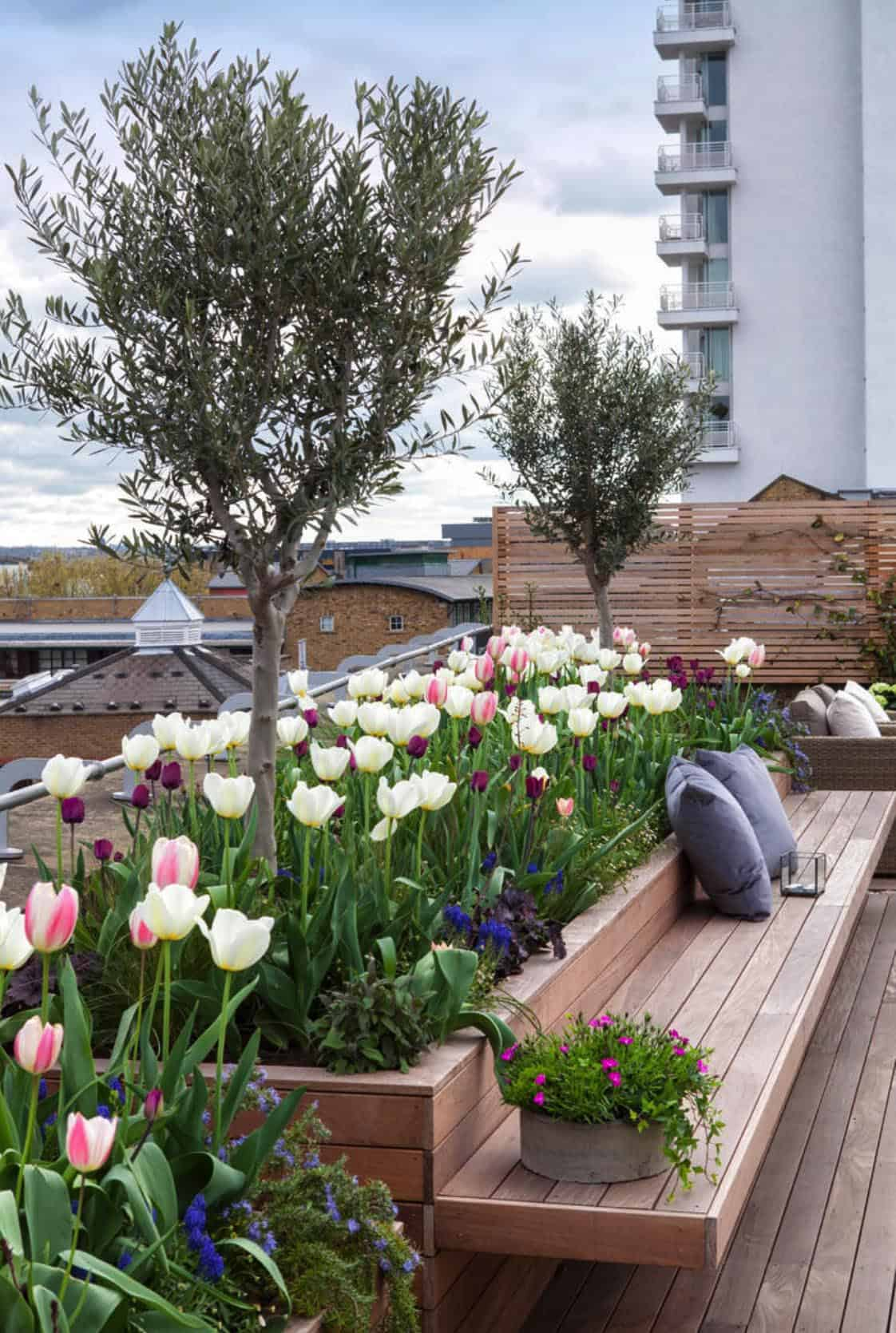 spring-chic-roof-terrace-tulips