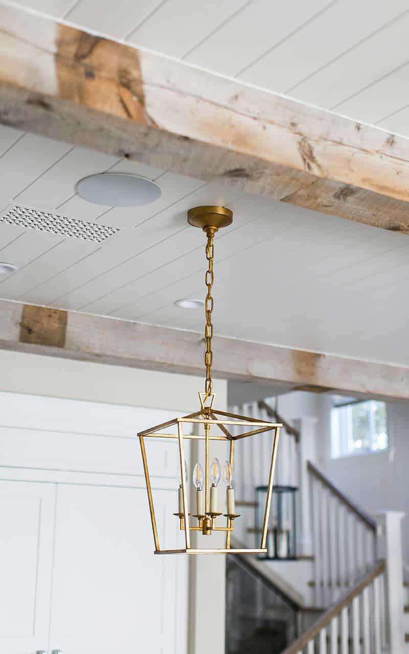 traditional-light-fixture-detail