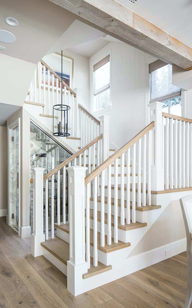 traditional-coastal-staircase