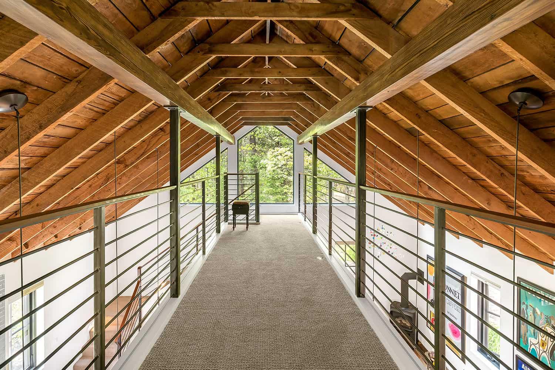 barn-home-hall