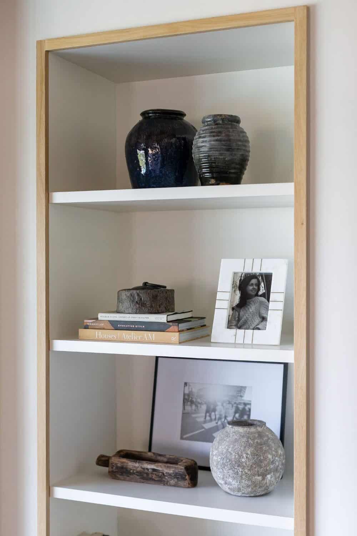 california-moody-vibe-family-room-bookshelf