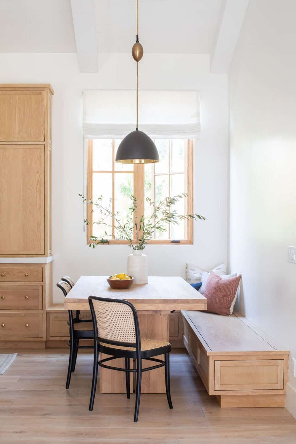 transitional-style-guest-dining-nook