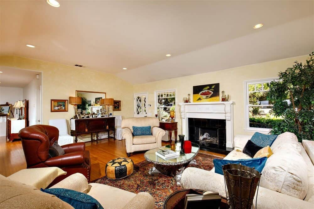 house-renovation-before-image-living-room