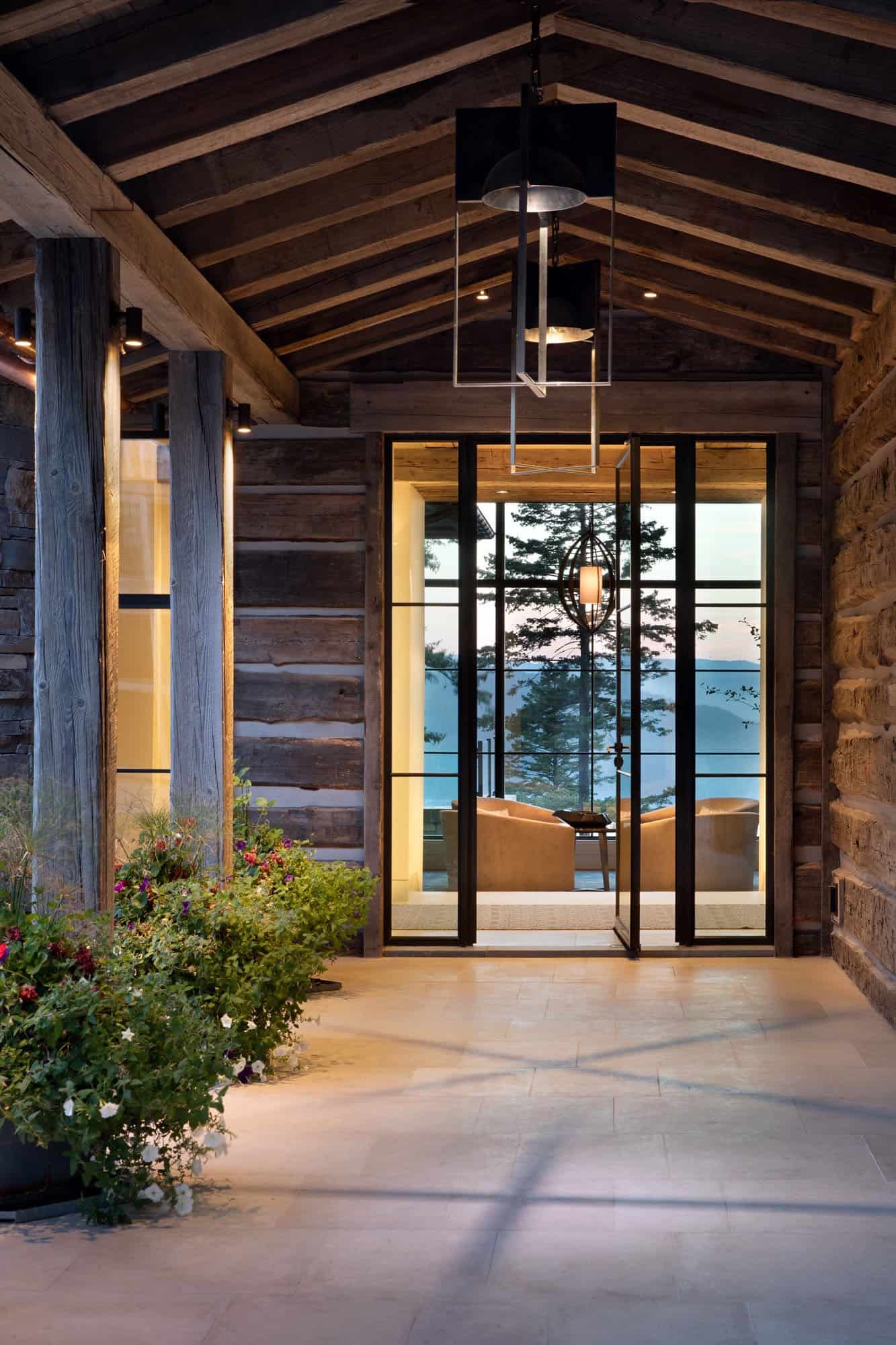 conidyllic-mountainside-home-entry