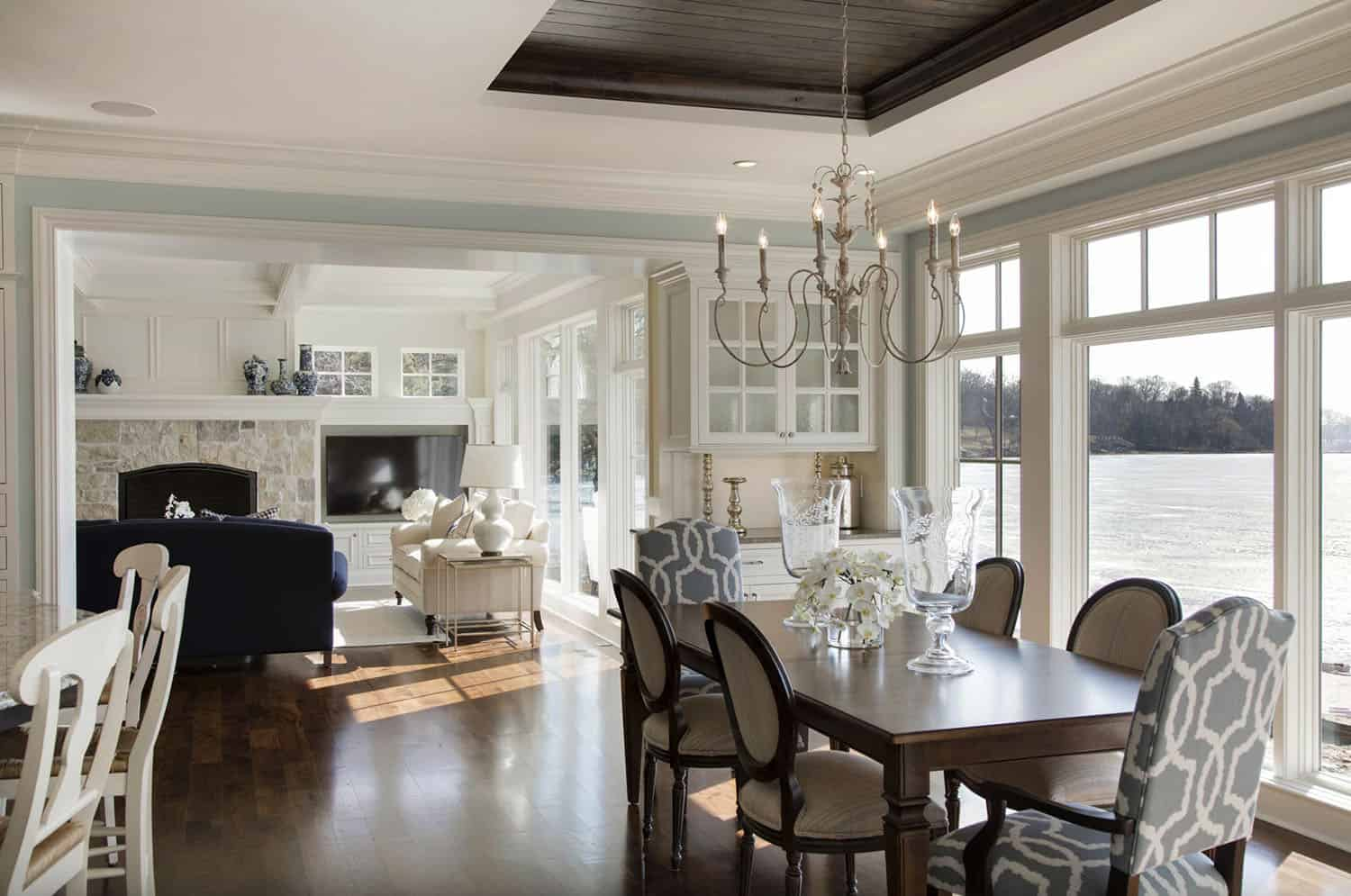 cottage-style-dining-room