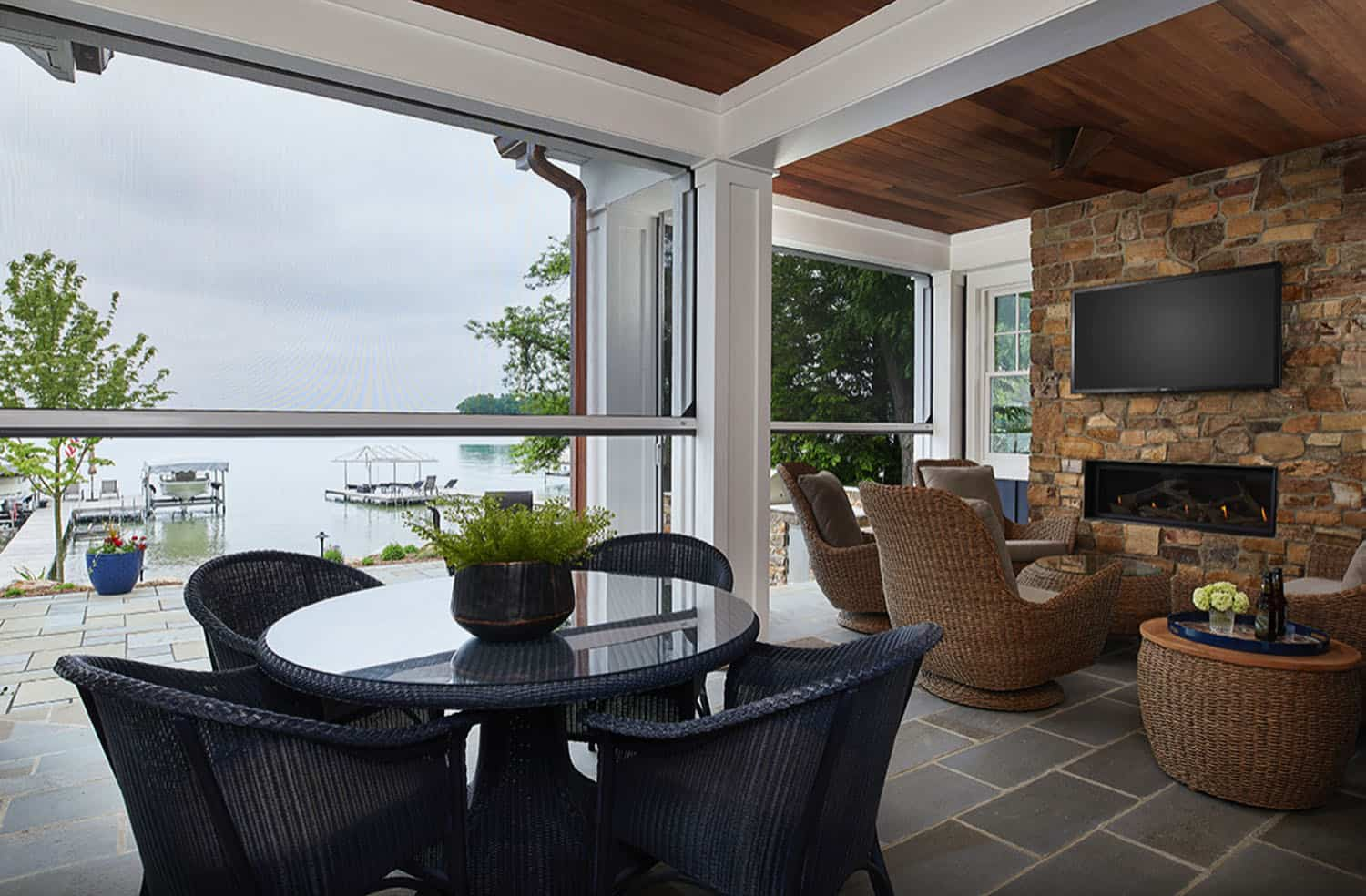 cozy-lake-cottage-screened-porch