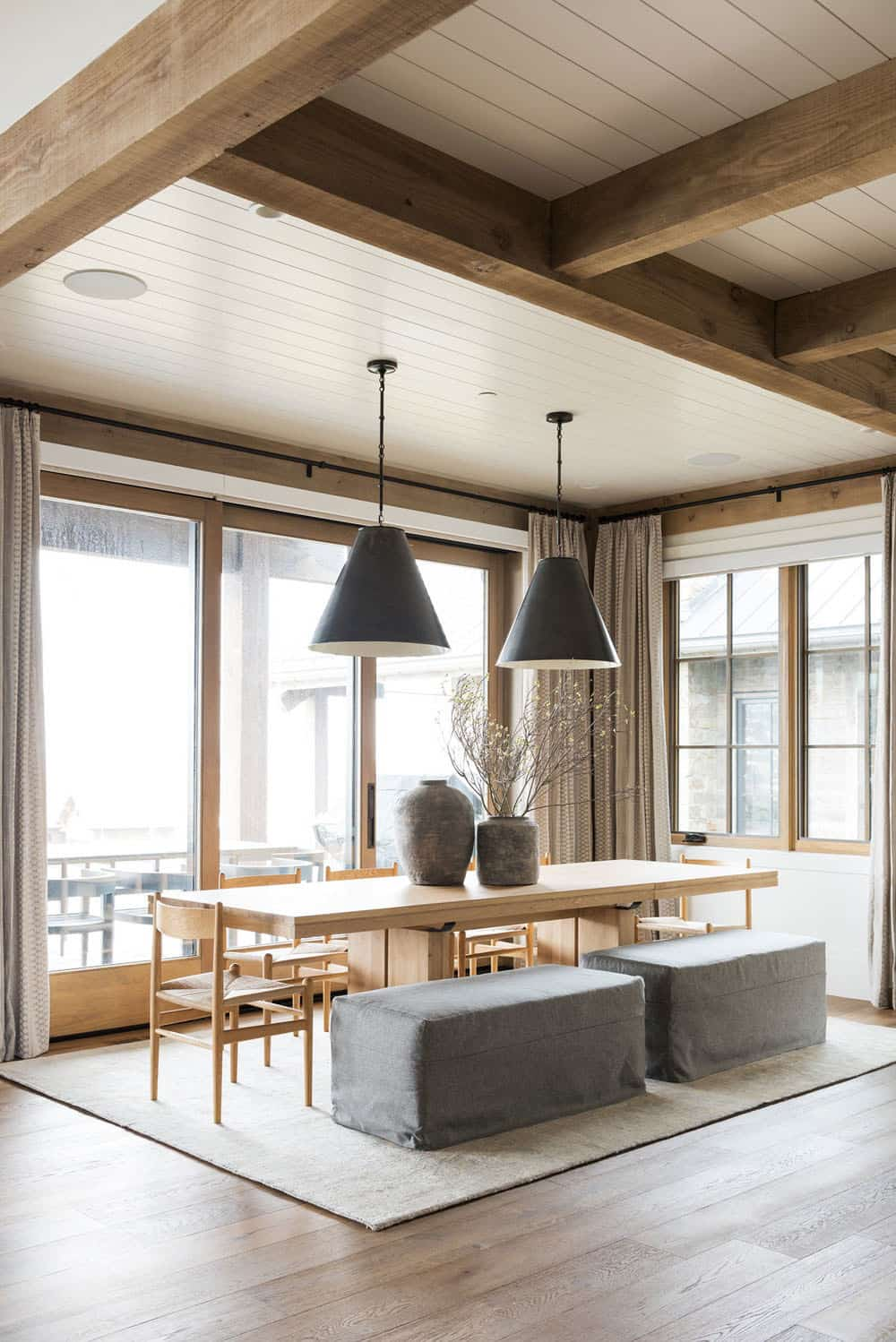 mountain-lake-house-dining-room