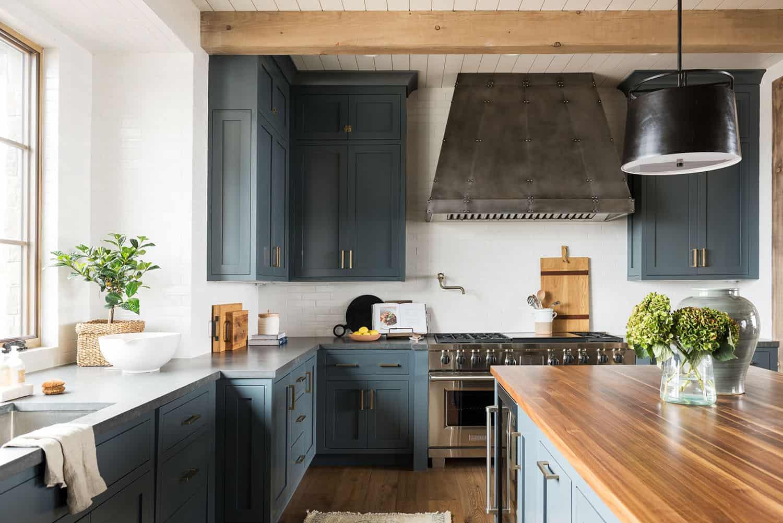 mountain-lake-house-kitchen