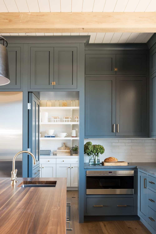 mountain-lake-house-kitchen-pantry