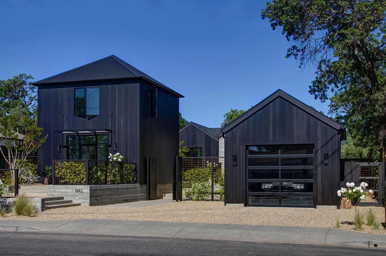 dramatic-modern-farmhouse-exterior