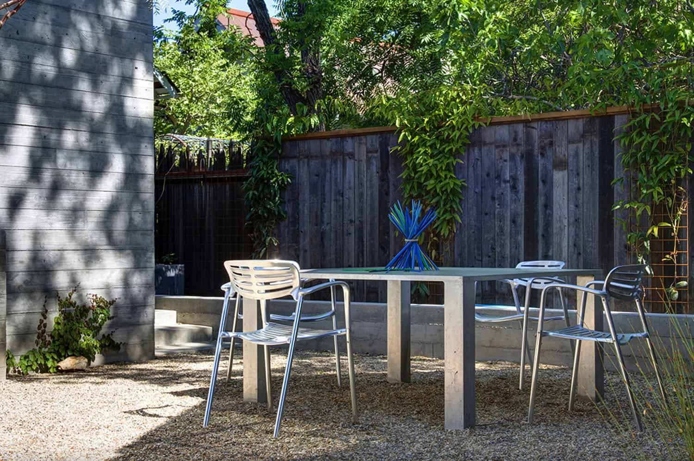 dramatic-modern-farmhouse-patio