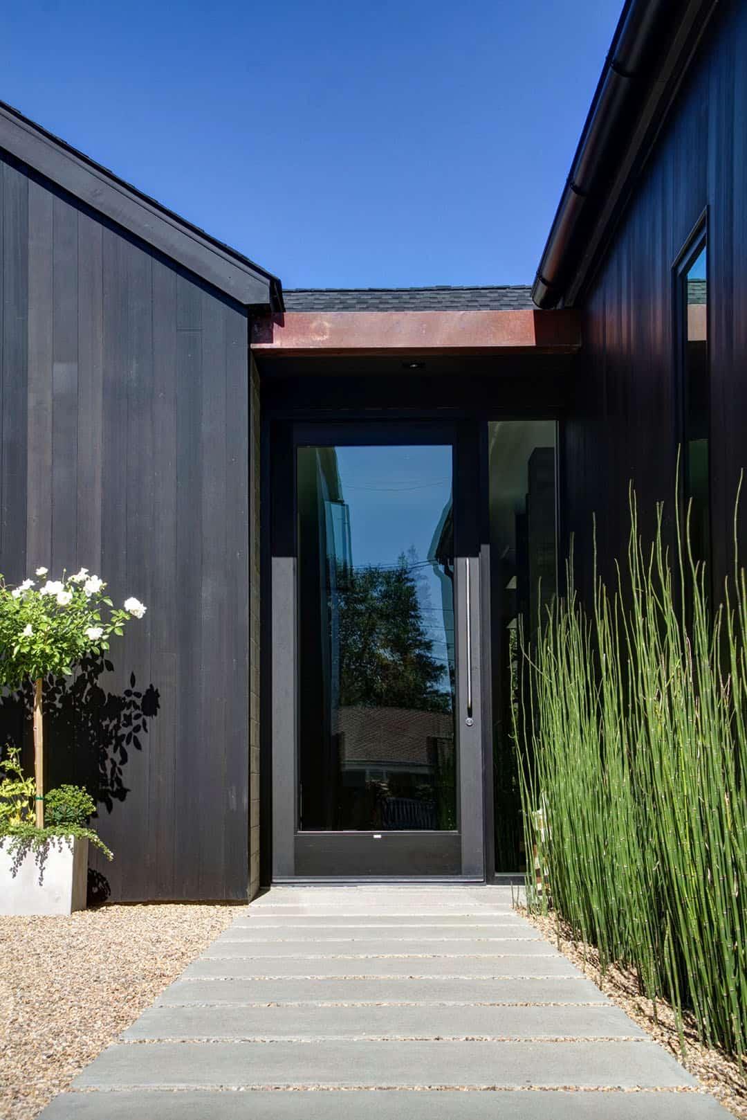 dramatic-modern-farmhouse-entry