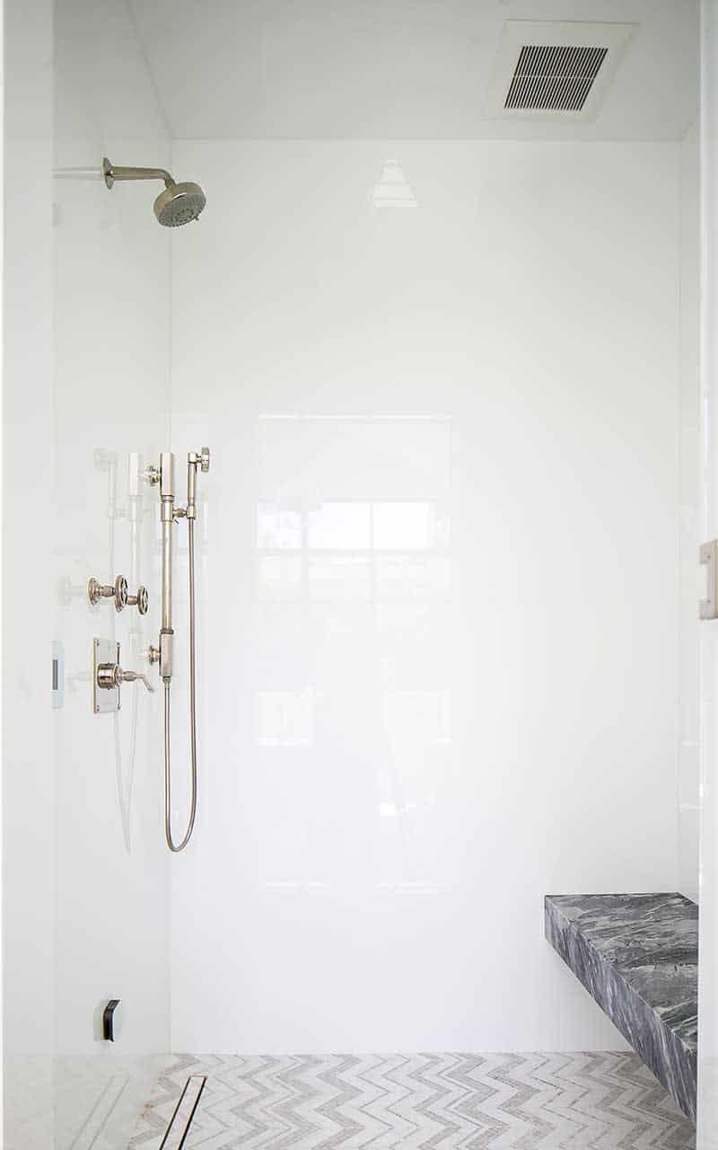 moderna kupaonica-tuš iz sredine stoljeća