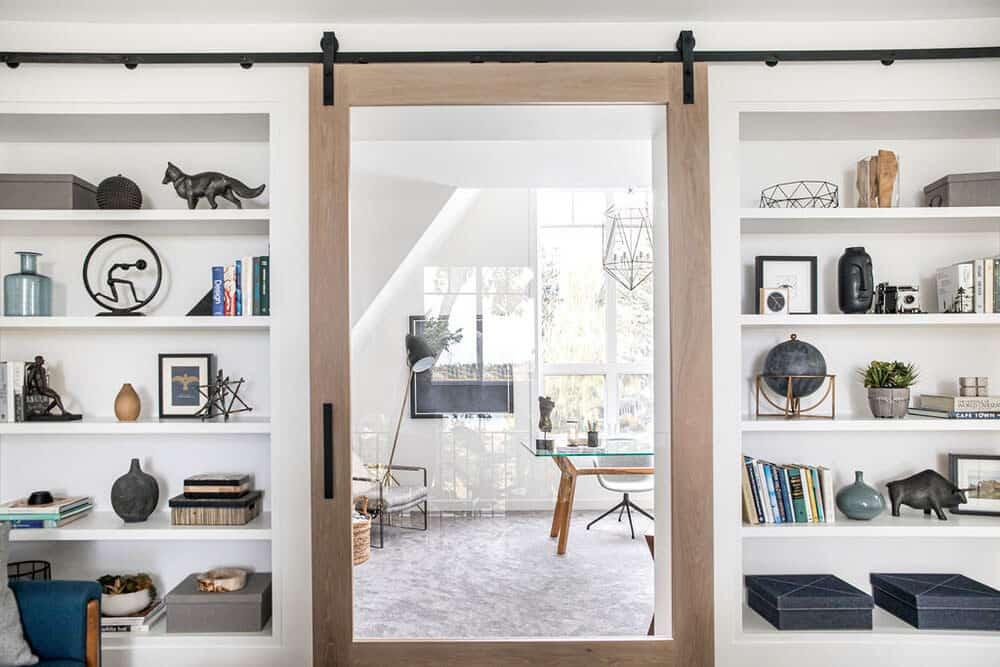 modern-farmhouse-sitting-room-sliding-barn-door