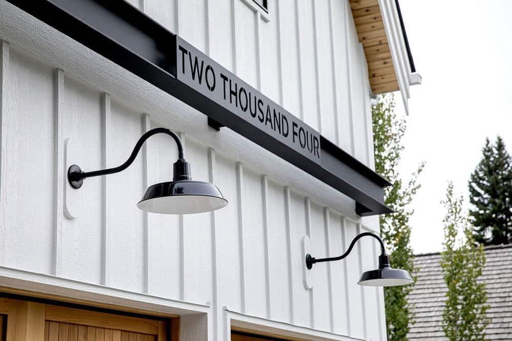 modern-farmhouse-exterior-detail