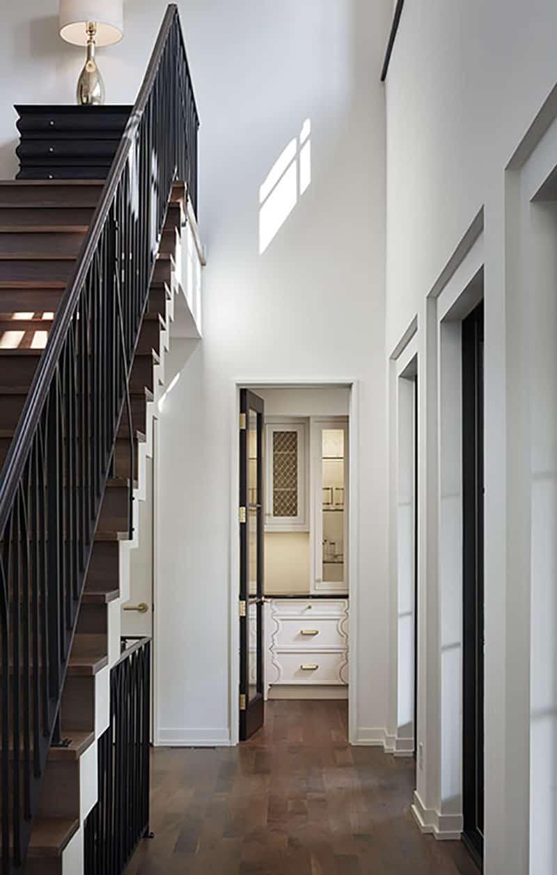 modern-mediterranean-staircase-hall