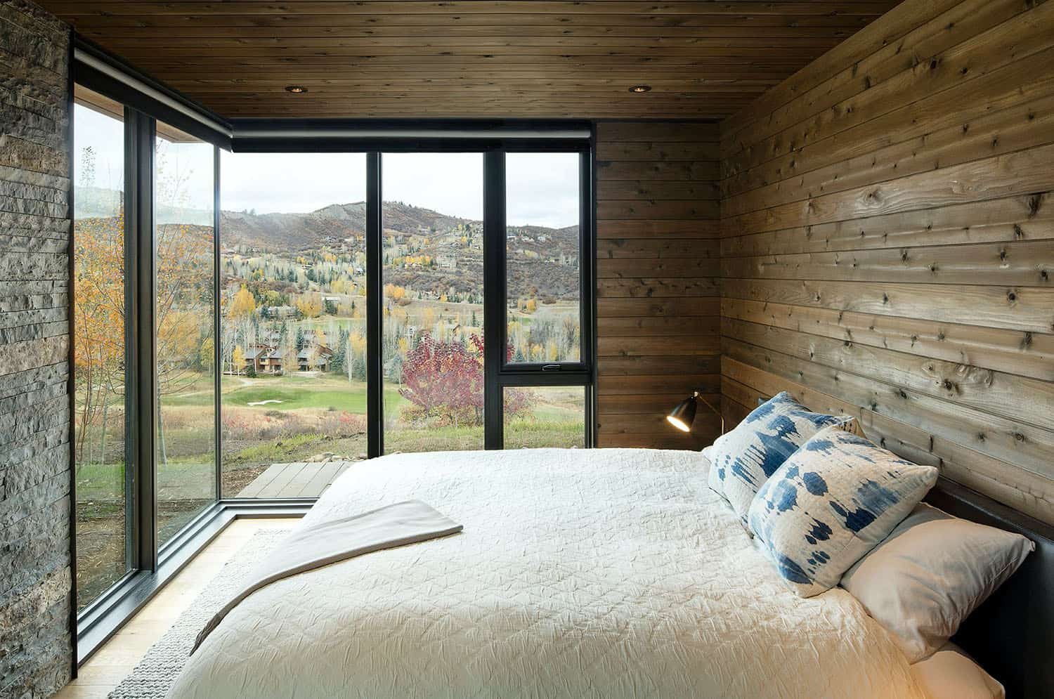mountain-retreat-bedroom