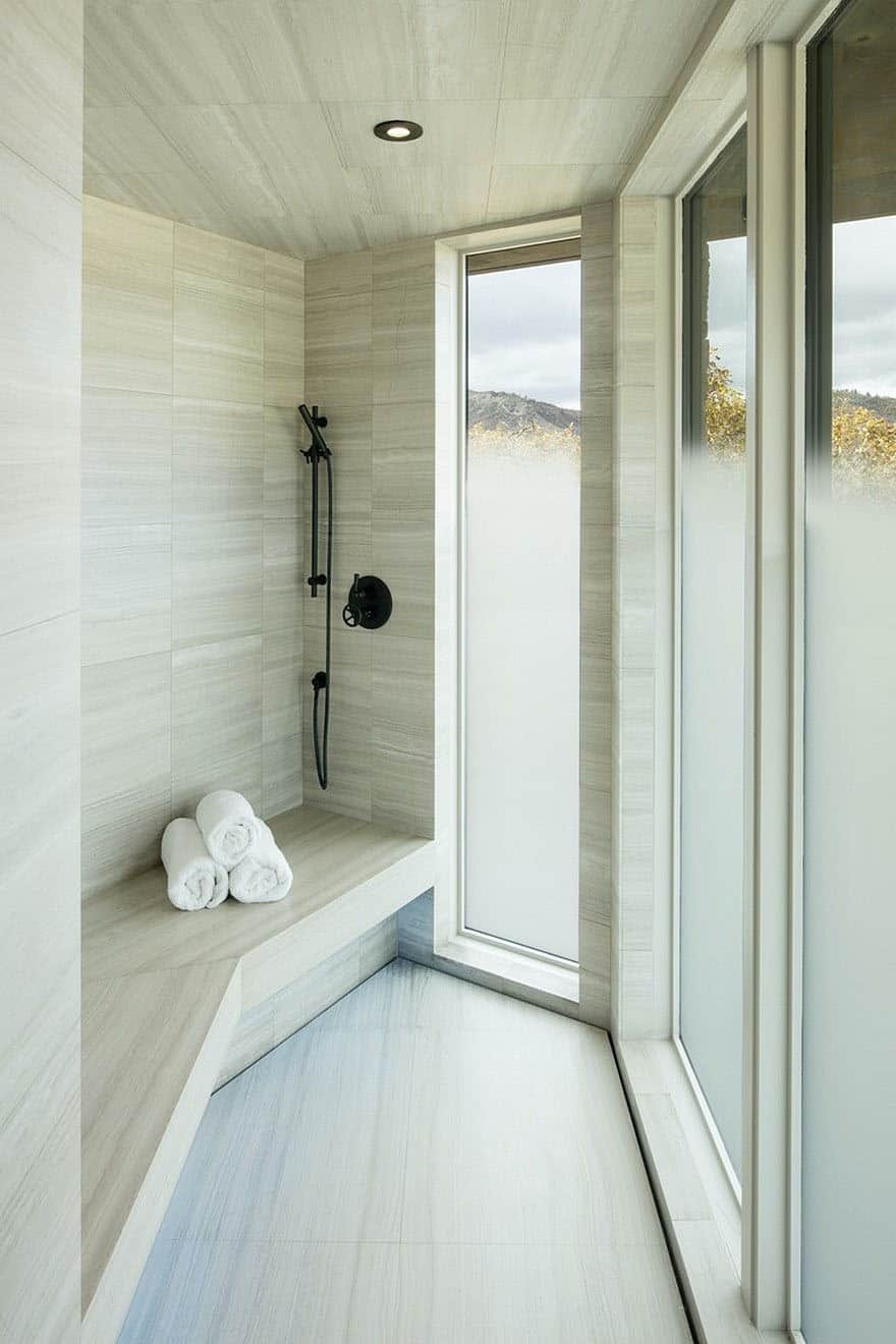 mountain-retreat-bathroom