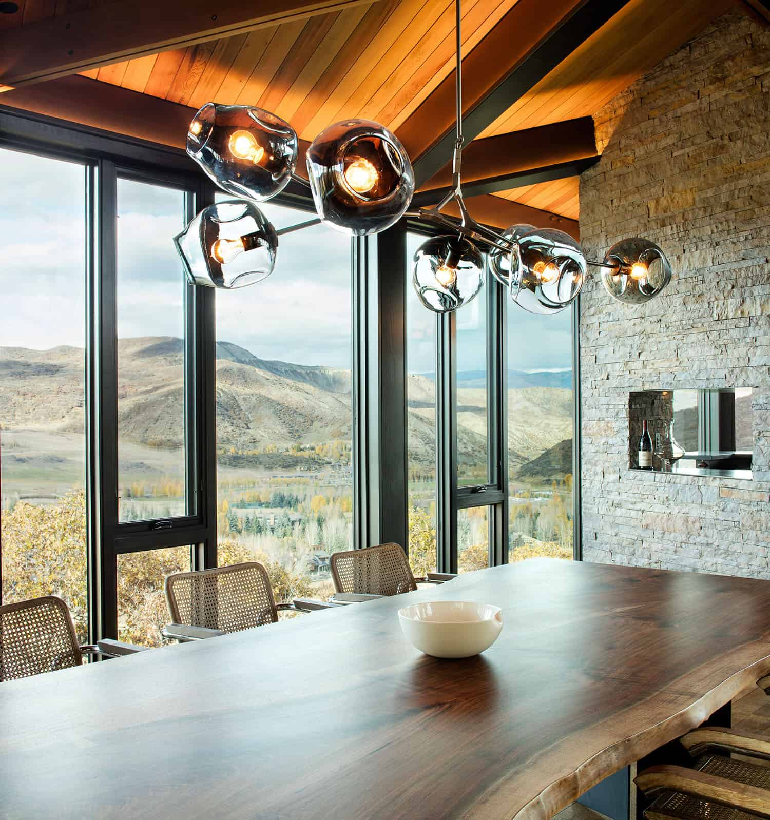 mountain-retreat-dining-room