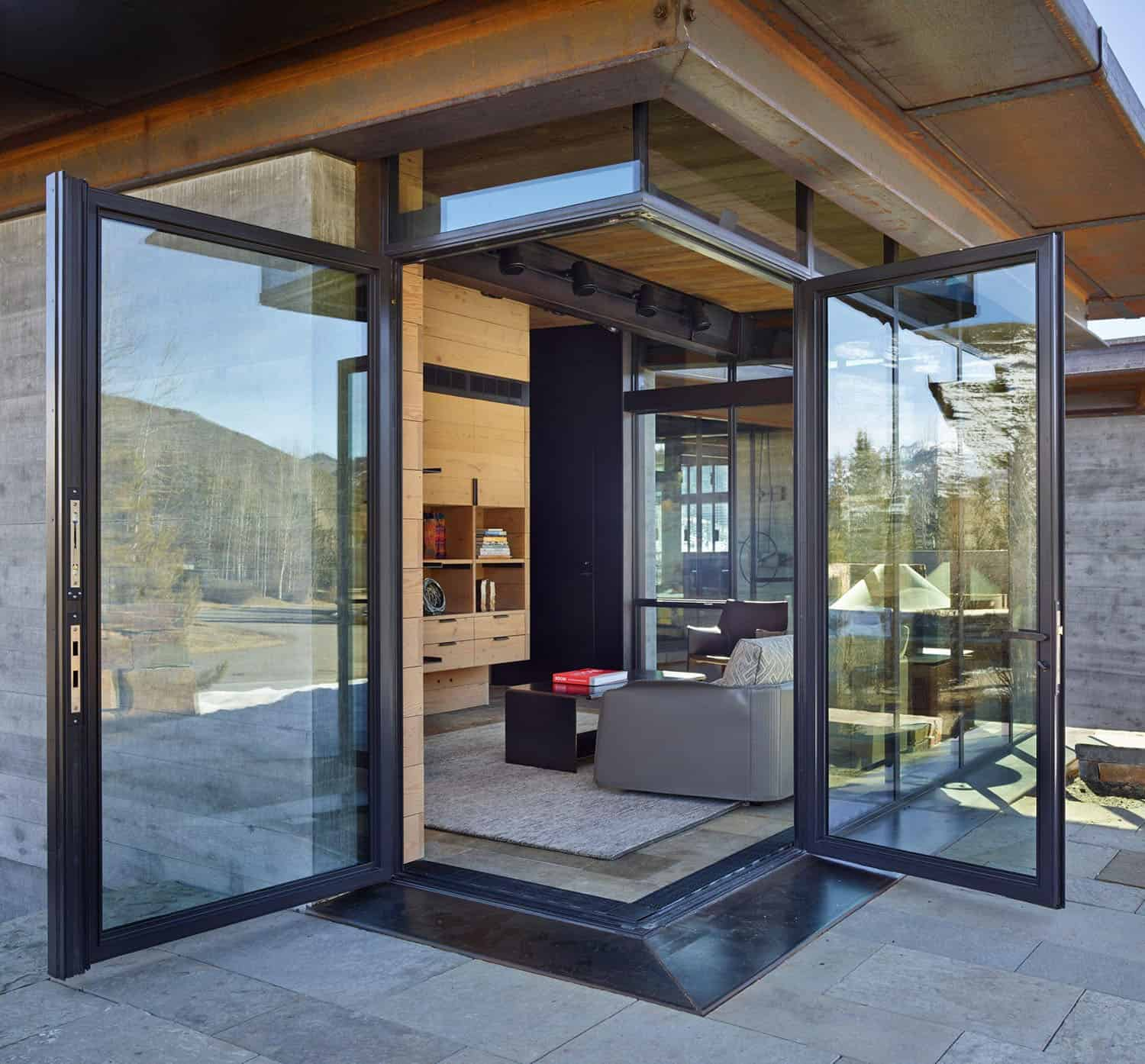 mountain-modern-living-room-glass-doors