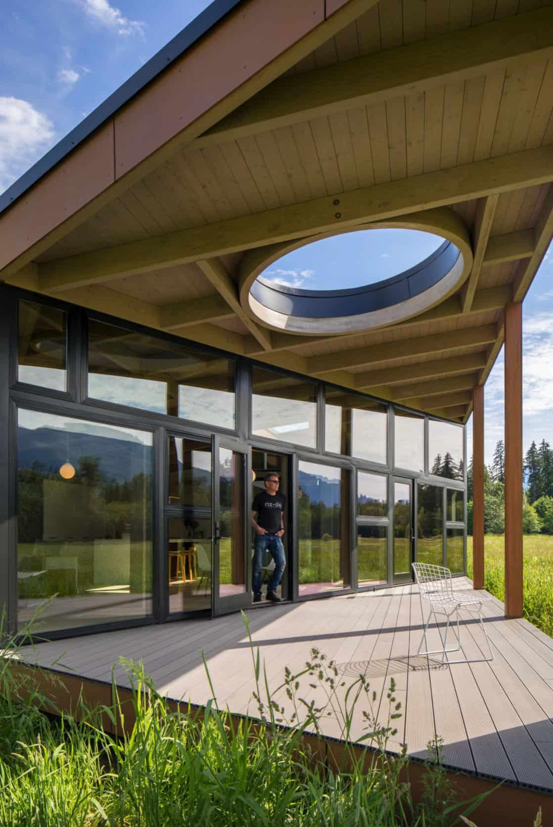 midcentury-house-exterior-oculus