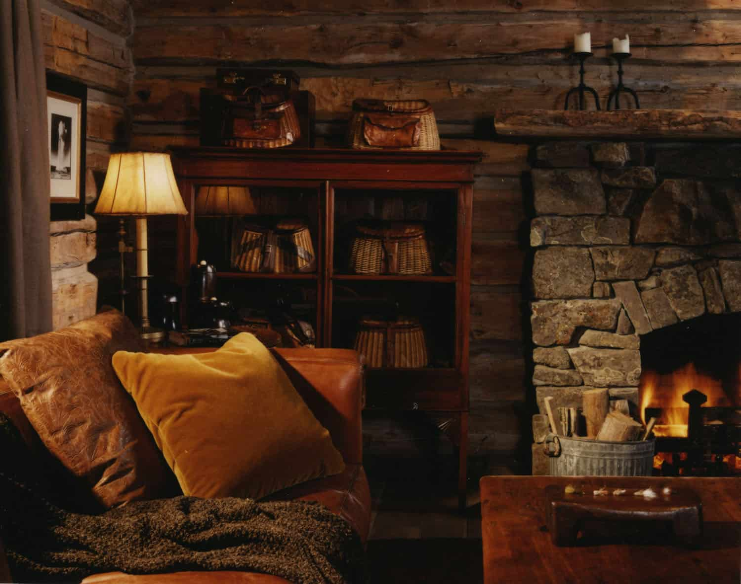 fishing-cabin-living-room