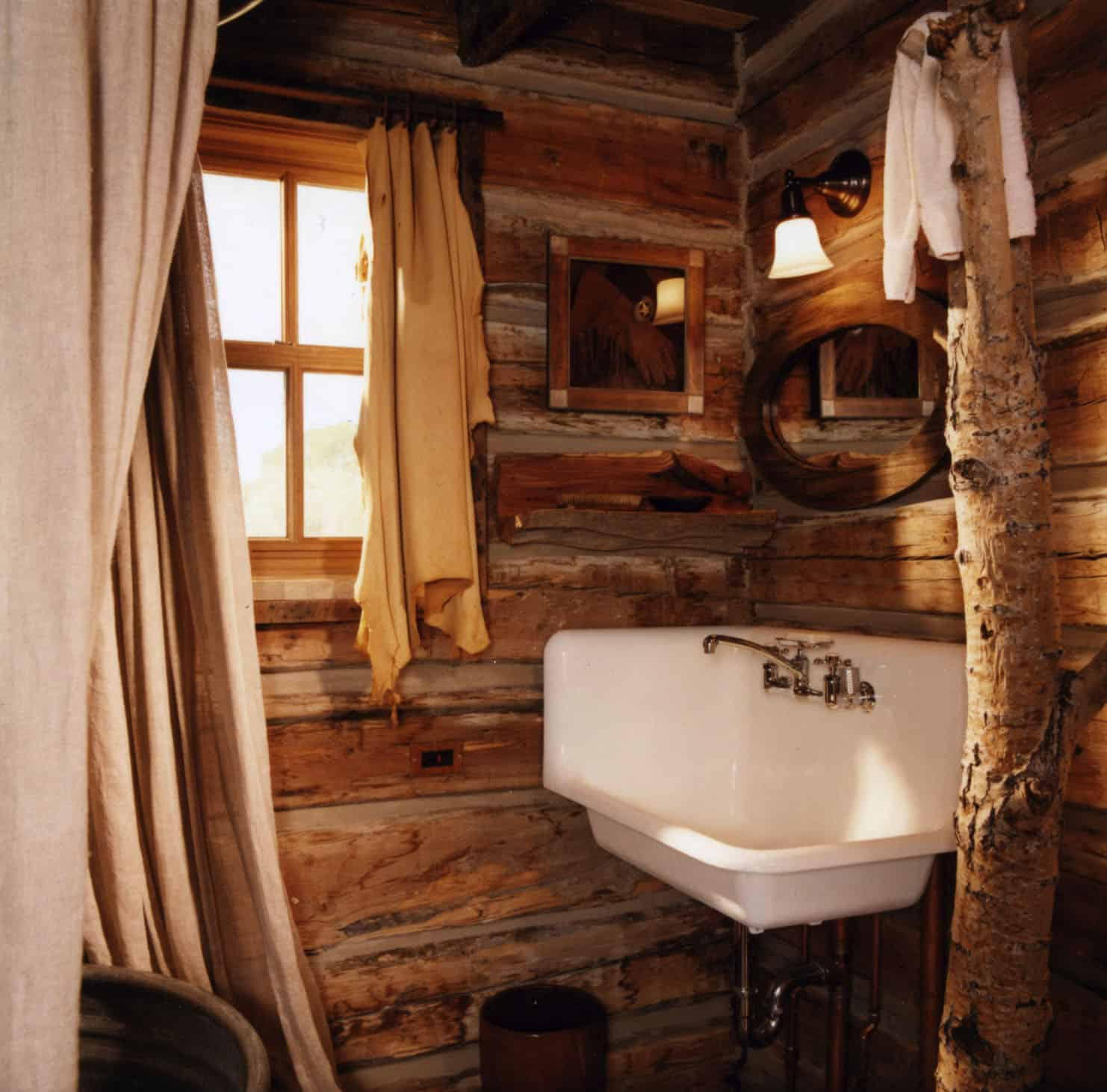 fishing-cabin-bathroom