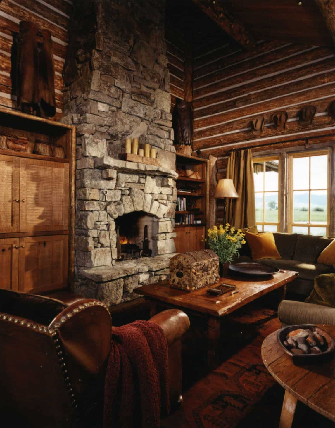 rustic-guest-cabin-living-room-fireplace