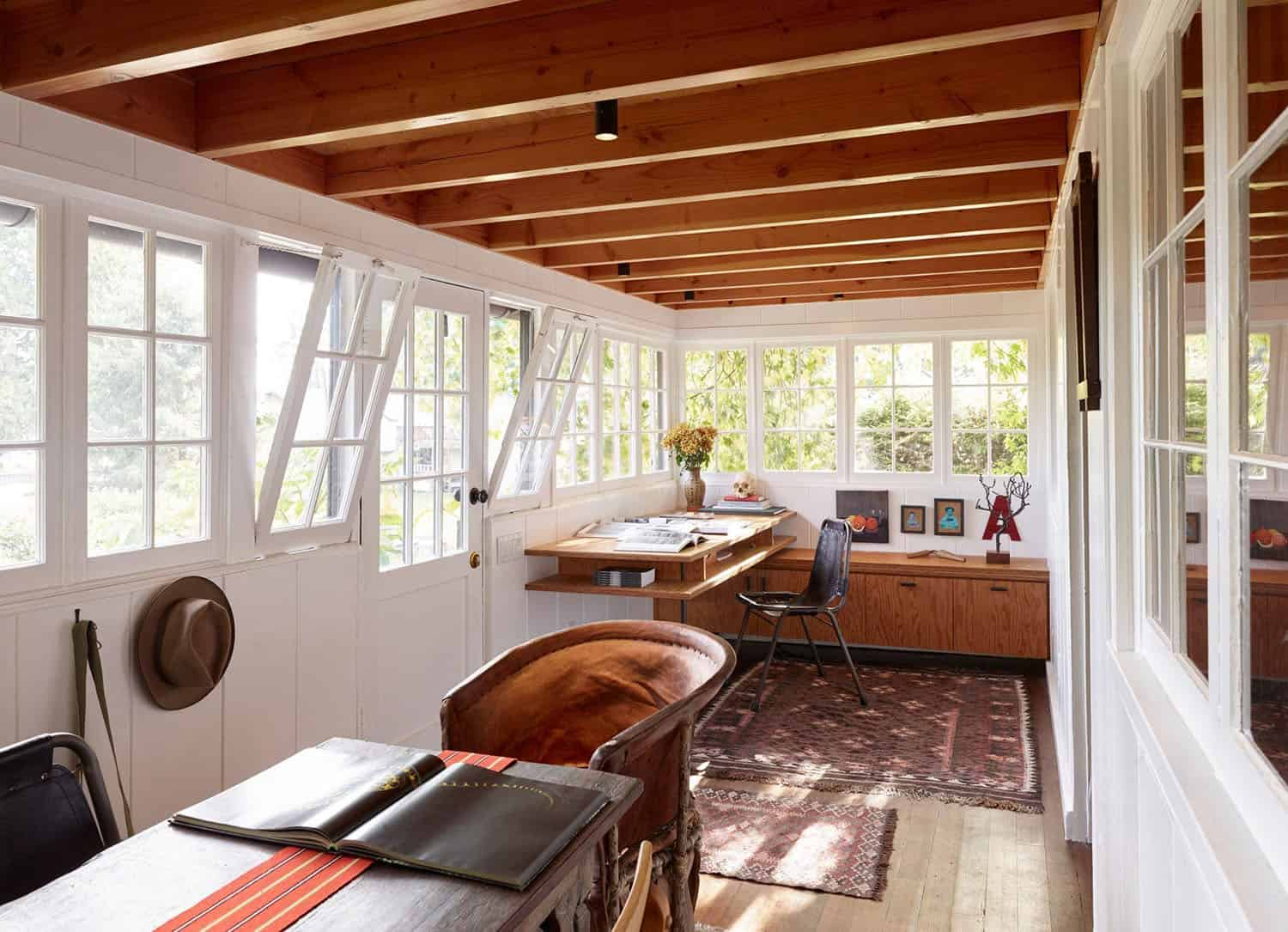 renovated-cabin-retreat-home-office
