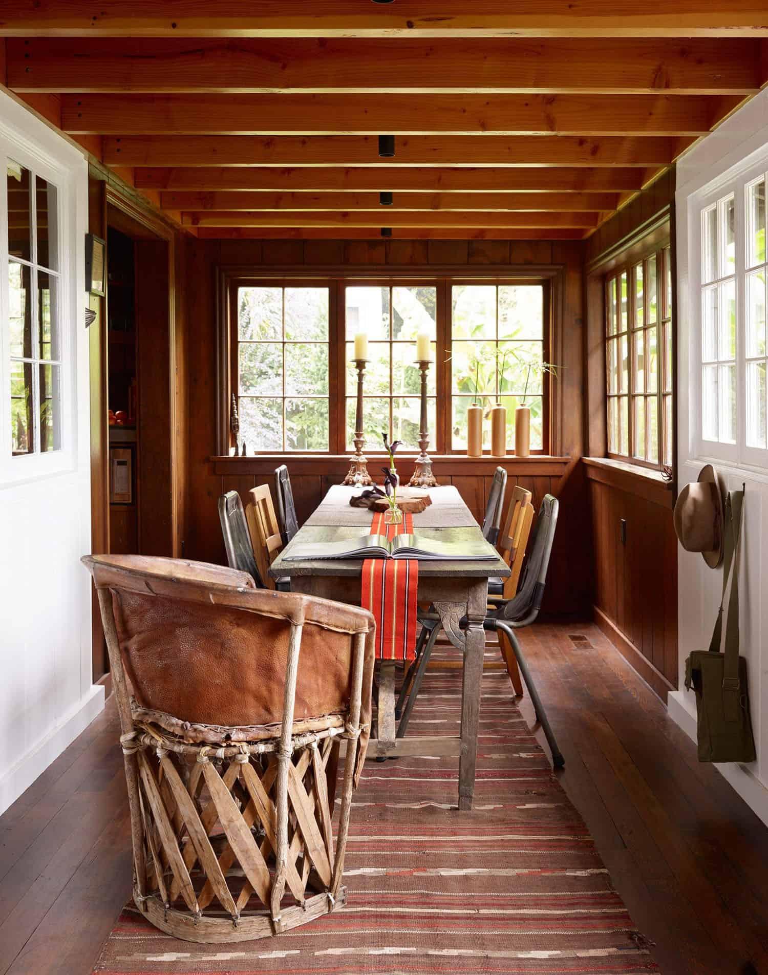 renovated-cabin-retreat-dining-room