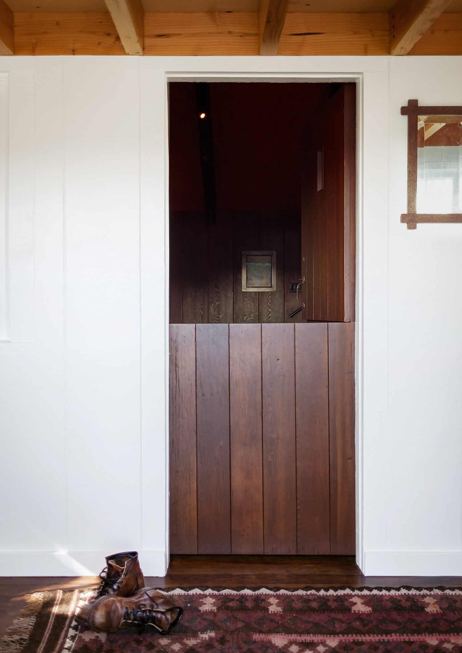 small-cabin-porch-dutch-door
