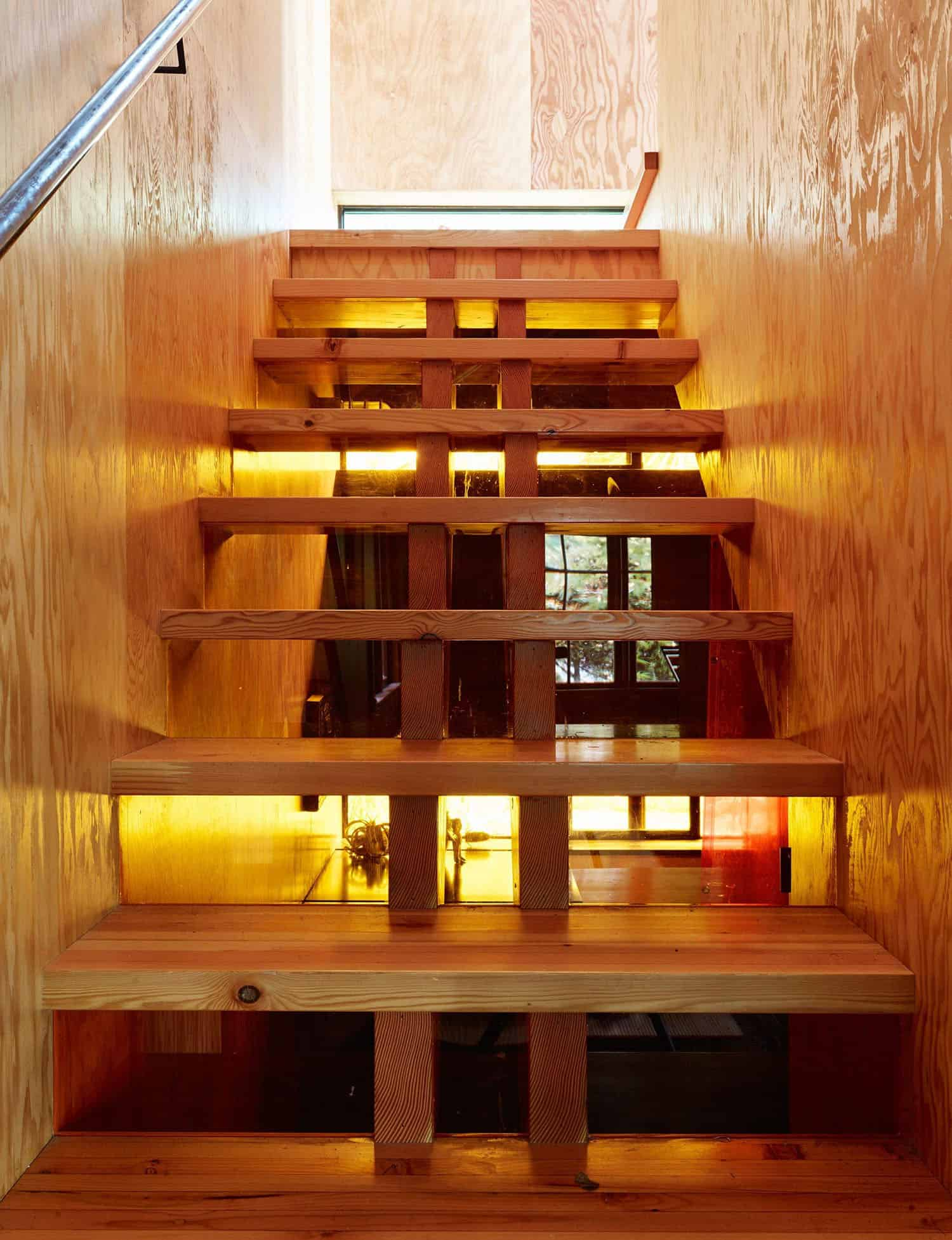small-cabin-staircase