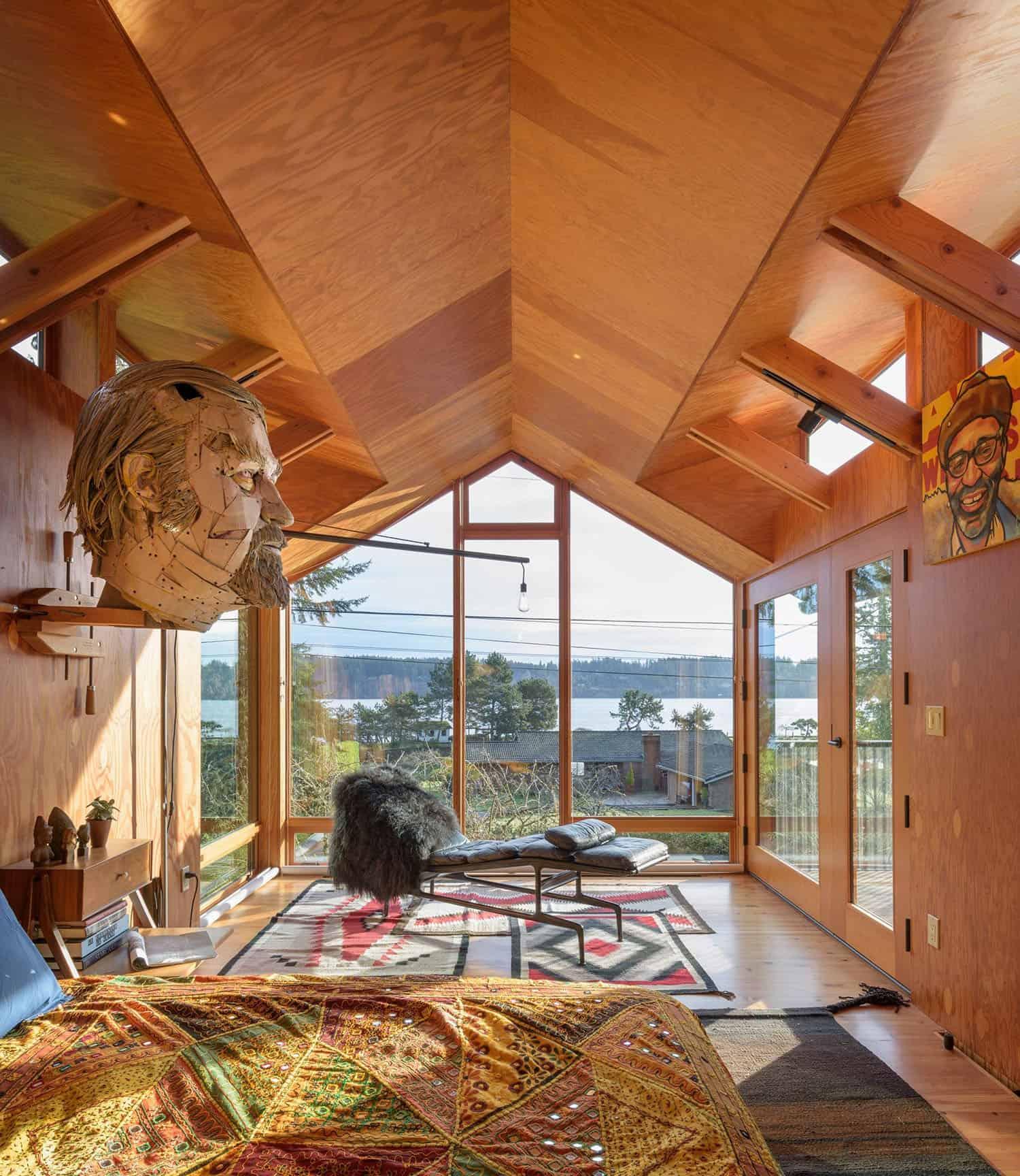 small-cabin-bedroom