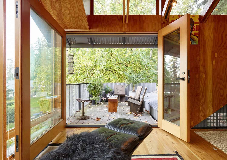 small-cabin-bedroom-terrace