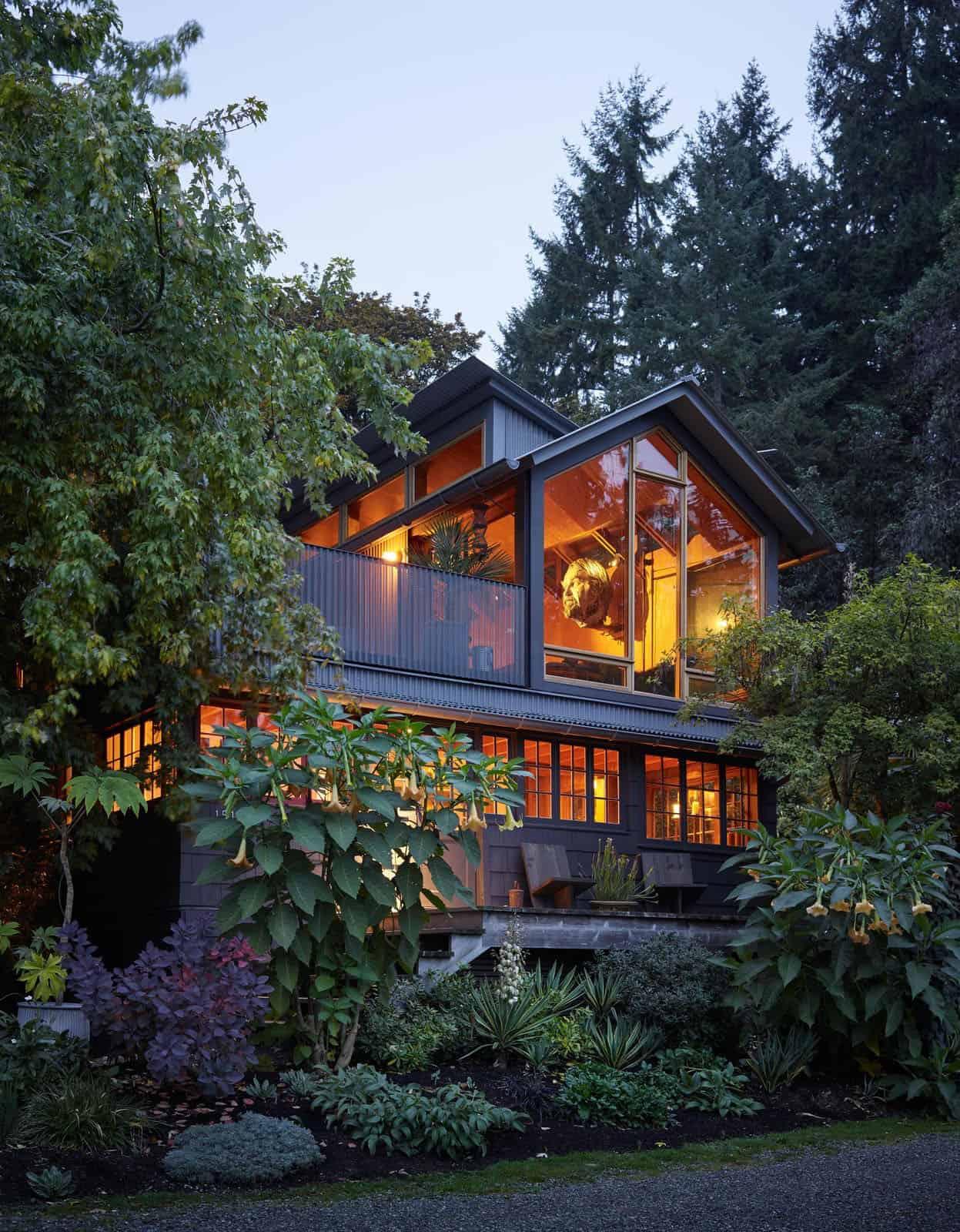 renovated-cabin-retreat-exterior-dusk
