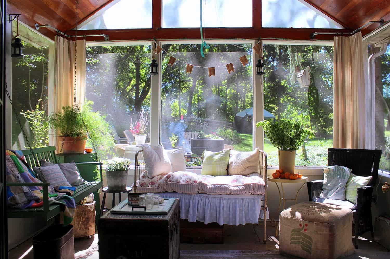 seoska kuća-zaslon-trijem-dizajn-s-vintage-dekorom