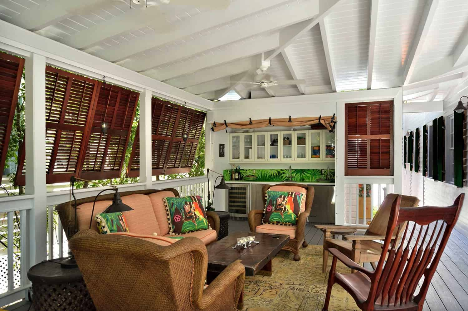 tropical-screened-porch