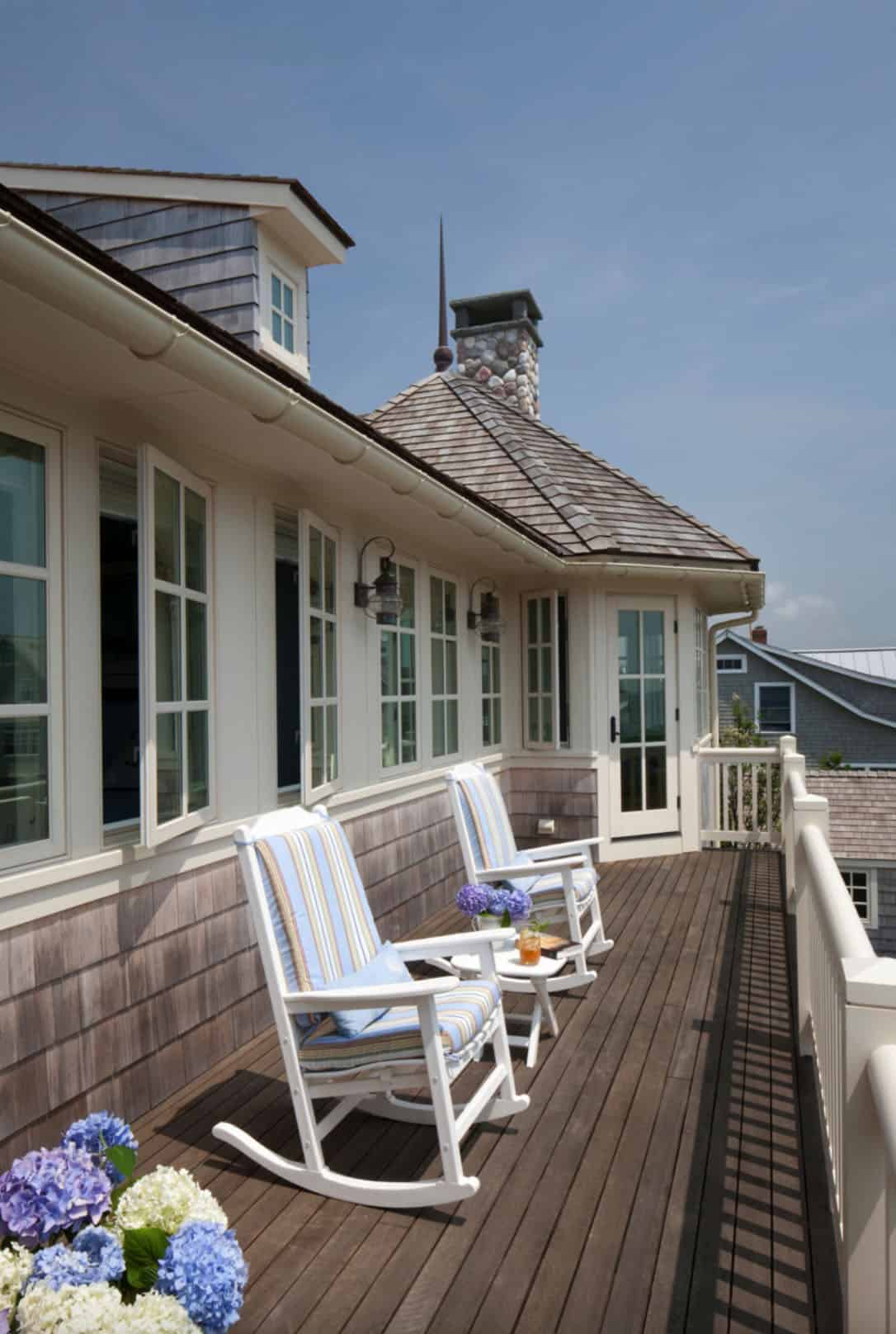 shingle-style-beach-house-balcony