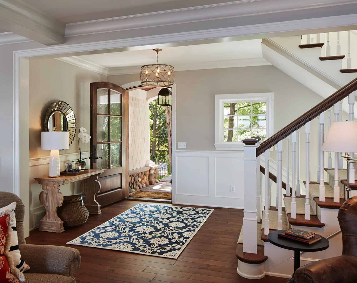 refined-lakeshore-cottage-entry