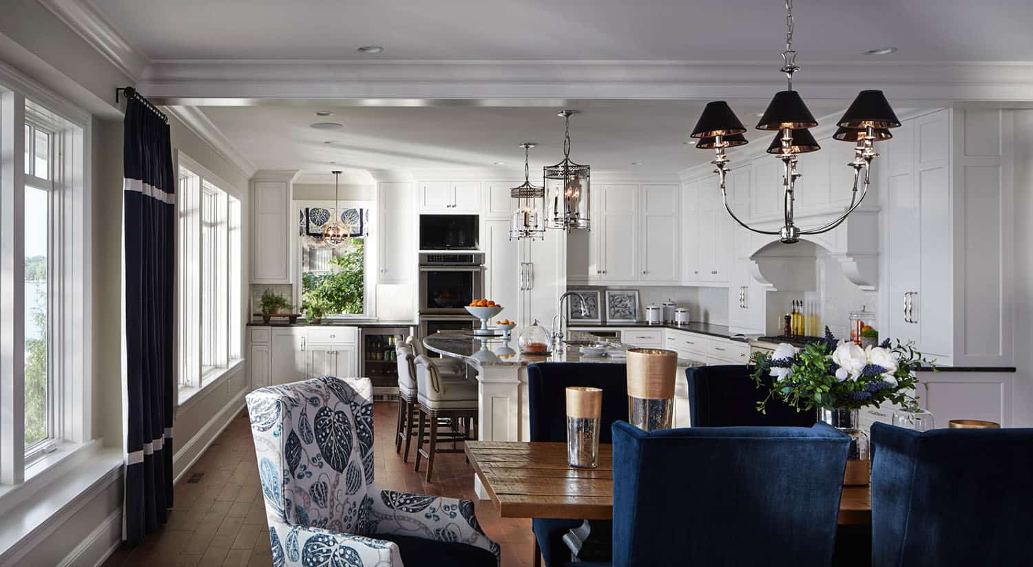 refined-lakeshore-cottage-dining-room