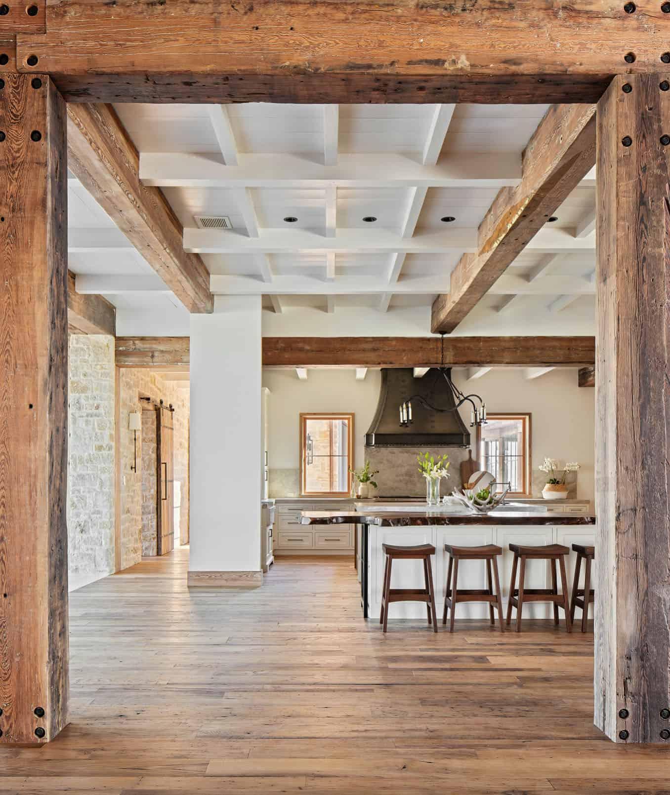 rustikalna-ranč-kuhinja