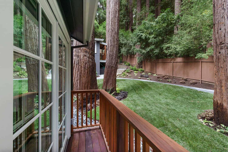 transitional-home-balcony