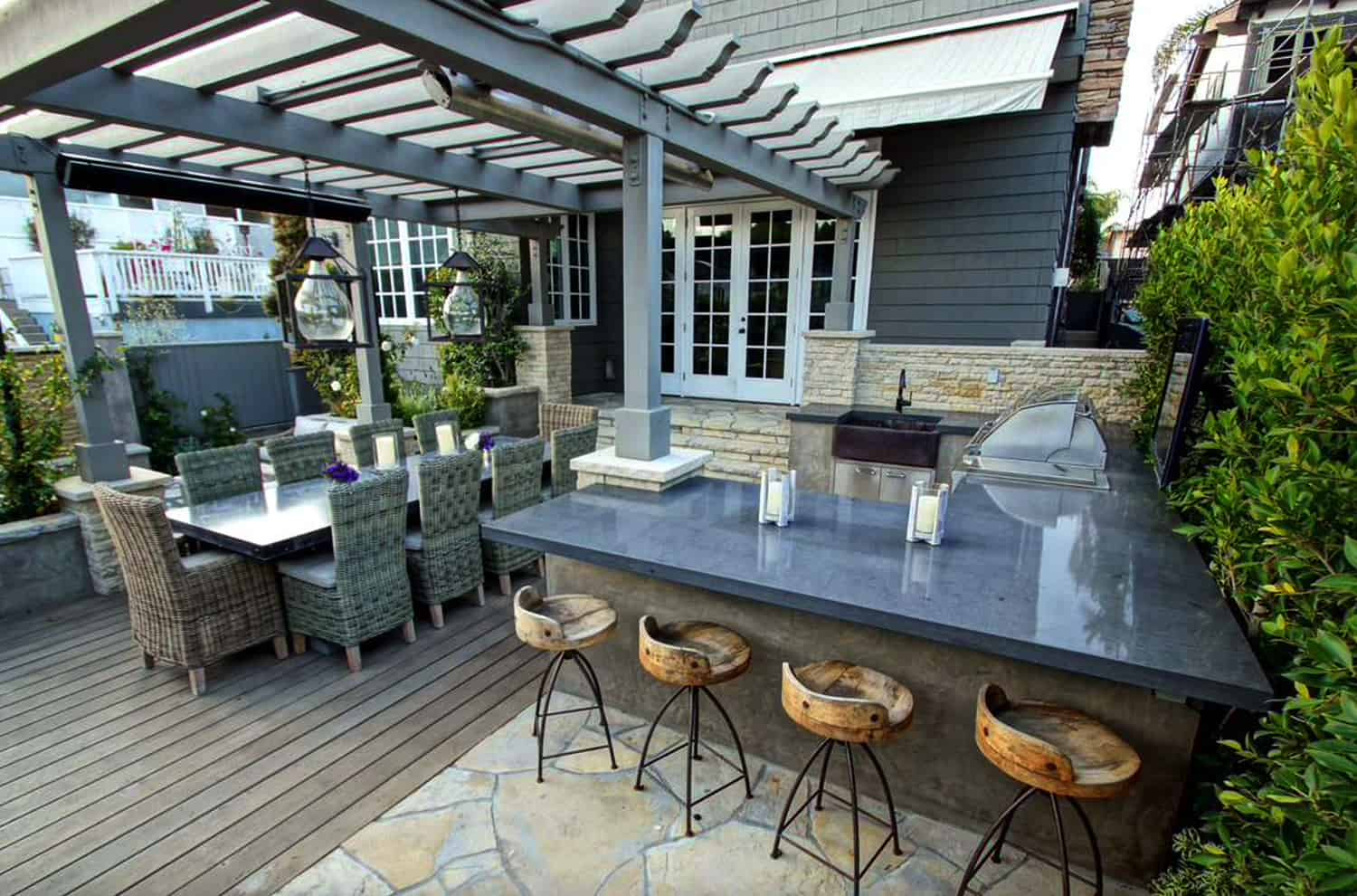 pergola-with-outdoor-dining-and-kitchen-grill-bar