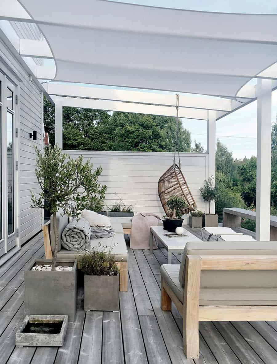 sunshade-pergola-over-the-patio